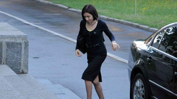 Pentru șefă - da, pentru subalterni - ba. Maia Sandu spune că își va păstra mașina de serviciu, spre deosebire de ceilalți miniștri (VIDEO)