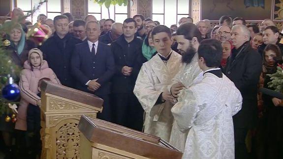 Plahotniuc, însoțit de Gaburici, Babuc și Botnari, la slujba de la Curchi. Episcopul l-a lăudat în fața credincioșilor (FOTO)