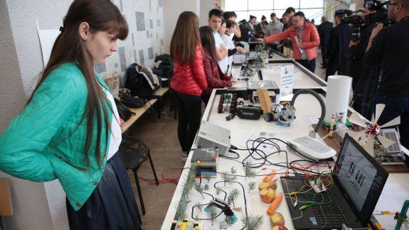 """Proiectul """"Clasa Viitorului"""" va ajunge în două universități din țară"""