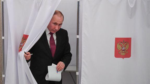 Putin, afectat de o popularitate tot mai scăzută, le transmite ruşilor că îi aşteaptă o viaţă mai bună