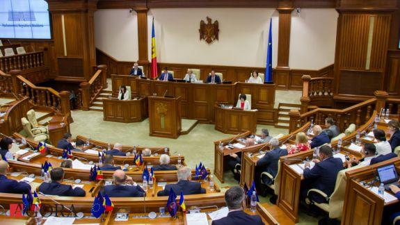 SONDAJ: Ce partide ar accede în Parlament dacă duminică ar avea loc alegeri