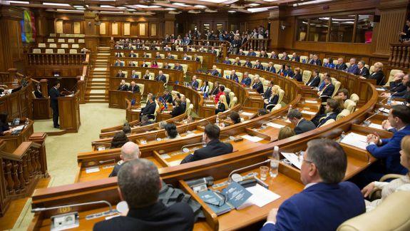 SONDAJ: Partide ce ar accede în viitorul Parlament: PPDA - la limita pragului, PSRM - cu aproape jumătate din voturi (FOTO)