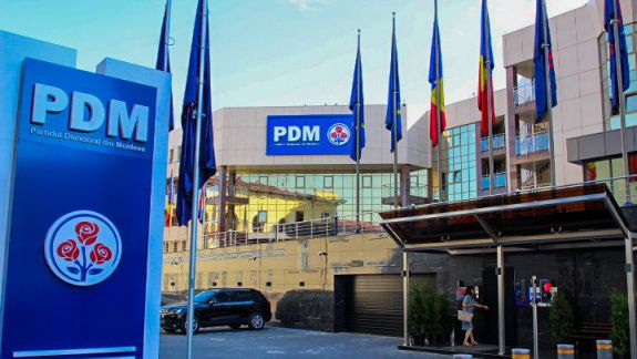 """De la """"sediu modest"""" la unul pe care nu-l pot plăti. Cum au ajuns democrații să renunțe la clădirea luxoasă din strada Armenească, părăsită anterior de PCRM (VIDEO)"""