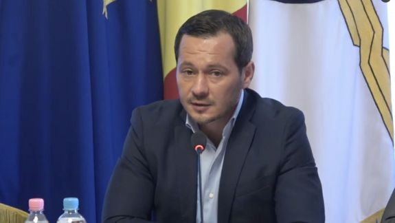 """Soluția propusă pentru ambuteiajele din Chișinău: Modificarea programului de muncă al Primăriei și Preturilor. Codreanu: """"Vorbiți și cu studenții"""""""