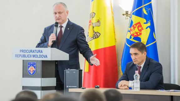 Stoianoglo urma să devină consilierul lui Dodon, înainte de a fi numit procuror general