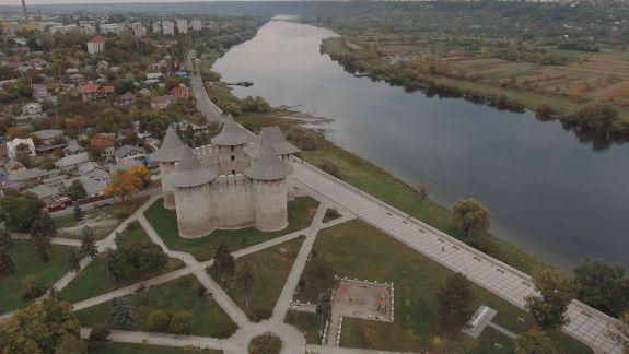 Tinerii Ambasadori Europeni au vizitat Cetatea Soroca, reparată din fonduri Europene (VIDEO)