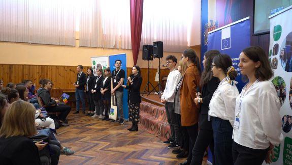 Tinerii Ambasadori Europeni educă și promovează valorile comune pe care le avem cu UE în școlile din toată Republica