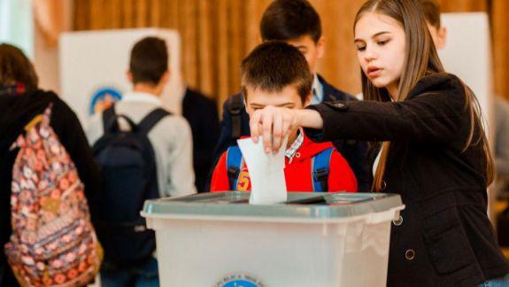 Tinerii din școlile țării vor avea lecții de educație electorală. 40 de profesori, instruiți pentru a organiza training-uri