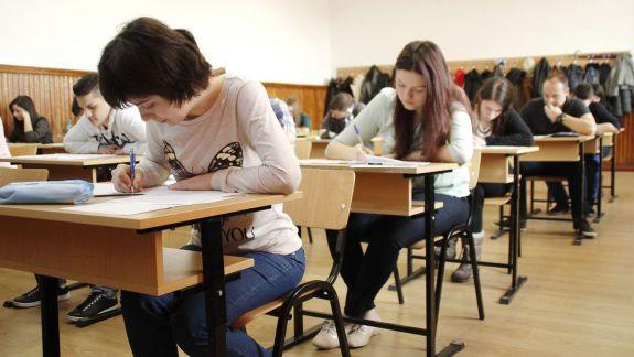 Tot mai puțini elevi au fost prinși copiind la BAC. Iată evoluția din ultimii ani