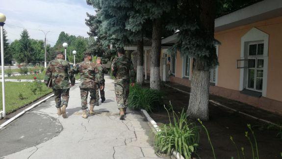 Trei militari în termen, bătuți la o brigadă militară. Un angajat al Armatei Naționale a fost demis (UPDATE)