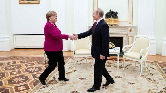Vladimir Putin și Angela Merkel s-au întâlnit la Moscova