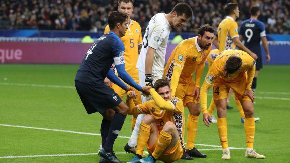 Vor intra obosiți pe teren, contra Islandei. Fotbaliștii moldoveni sunt nedormiți după ce au așteptat în aeroport ore întregi