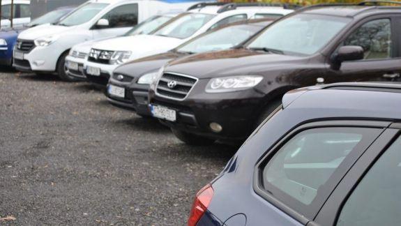 În spatele Guvernului ar putea fi amenajată o parcare multi-etajată. Ce alte soluții vede Ceban pentru soluționarea crizei locurilor de parcare