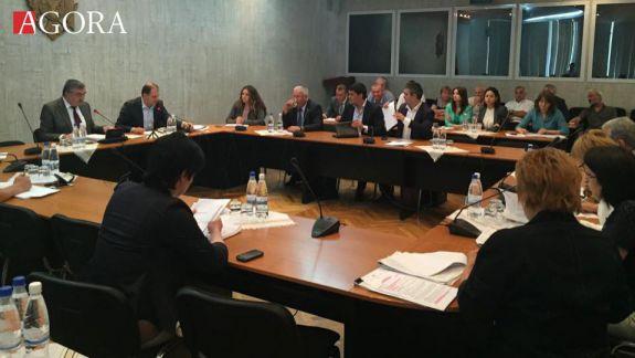 """Proiectele cu privire la """"propaganda străină"""" au trecut cu succes de comisia parlamentară"""