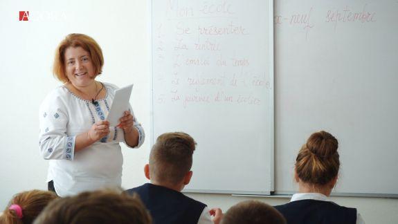 Se țin pe umerii pensionarilor și bat la ușile facultăților de pedagogie. Cum se descurcă directorii de școli sătești cu deficitul de cadre (VIDEO)